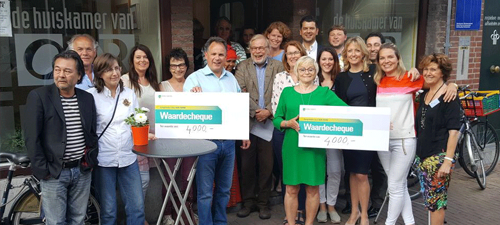 Stichting Oor ontvang cheque Ronde Tafel Roermond